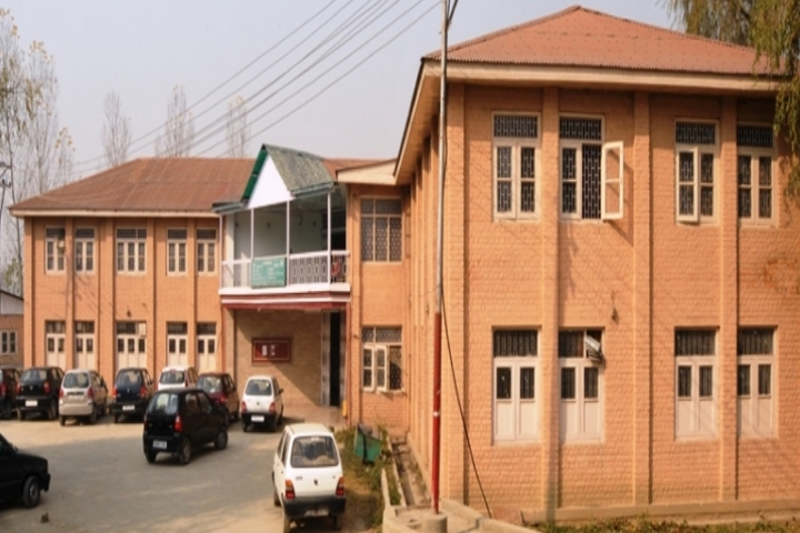 https://cache.careers360.mobi/media/colleges/social-media/media-gallery/808/2018/10/13/Building View of Sher I Kashmir Institute of Medical Sciences Srinagar_Campus-View.jpg